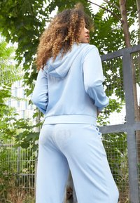 Juicy Couture - NUMERAL HOODIE - Zip-up sweatshirt - powder blue - 2