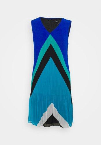VNECK PLEATED SHIFT - Sukienka etui - multi chevron/light ocean blue