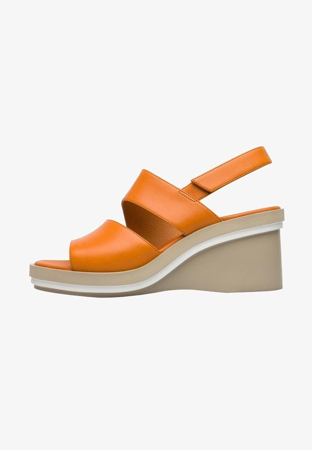 KYRA - Sleehakken - orange
