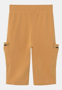 Nike Sportswear - Shorts - bucktan/black/arctic punch - 1