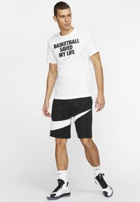 Nike Performance - HERREN BASKETBALL - Print T-shirt - white - 1
