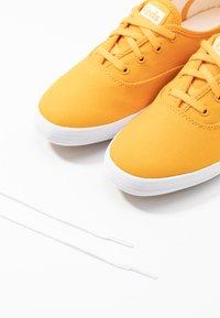 Keds - CHAMPION SEASONAL SOLIDS - Sneakersy niskie - cadmium yellow - 7