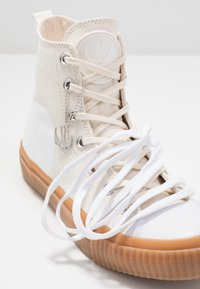 McQ Alexander McQueen - SWALLOW PLIMSOLL  - Baskets montantes - oyster/white - 7