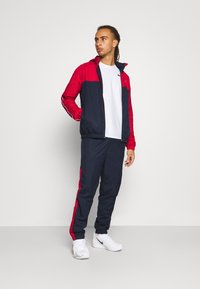 Lacoste Sport - TRACK SUIT - Verryttelypuku - navy blue/ruby/white - 1