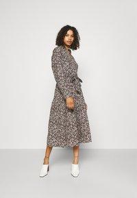 Selected Femme Tall - SLFSOLVEIG SHIRT DRESS - Abito a camicia - black - 0