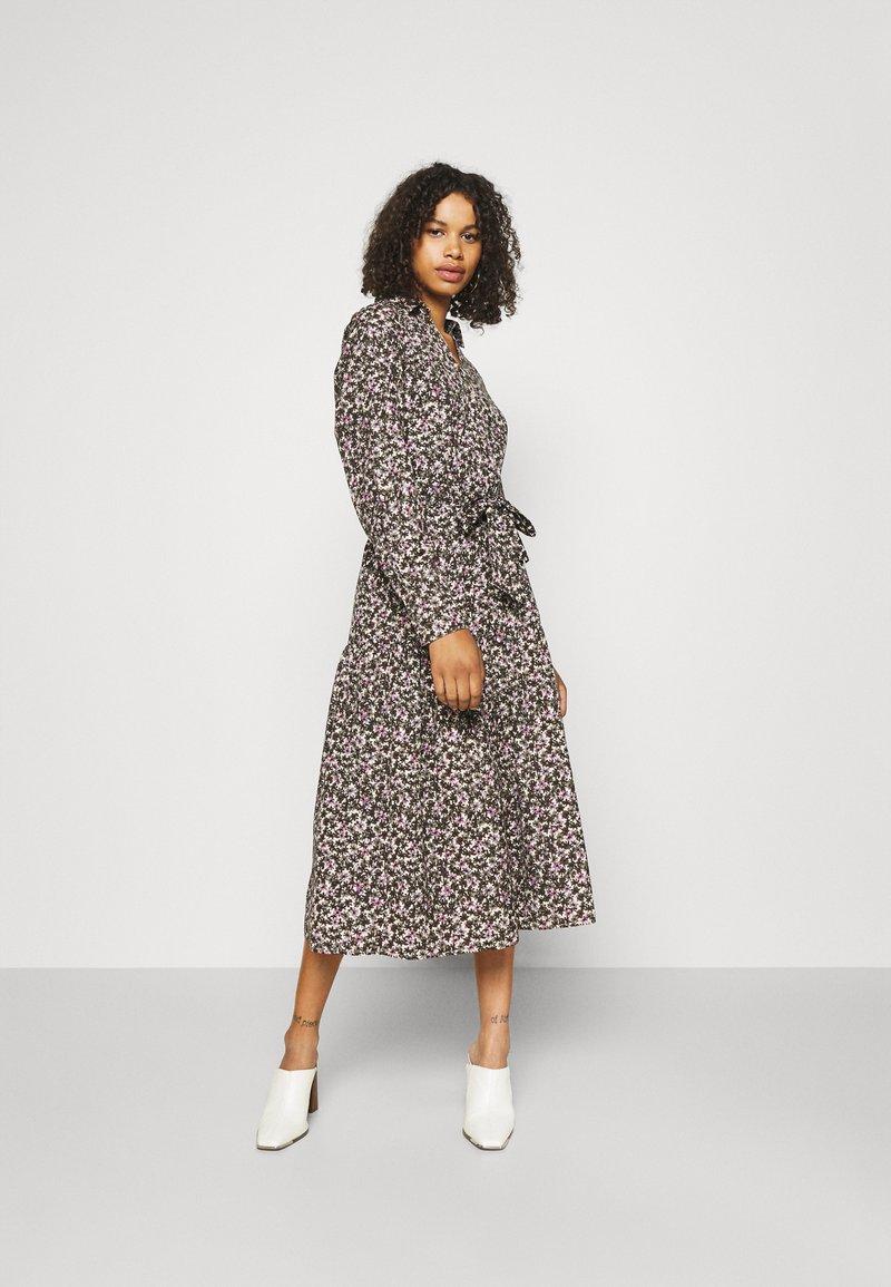 Selected Femme Tall - SLFSOLVEIG SHIRT DRESS - Abito a camicia - black