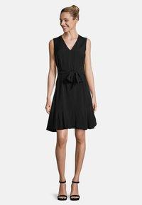 Vera Mont - MIT VOLANT - Shift dress - black - 1