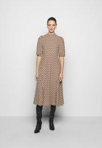 Diane von Furstenberg - NELLA - Denní šaty - chain caffe - 0