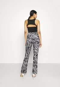 Juicy Couture - JOYPRINTED TROUSERS - Trousers - mono wave - 2
