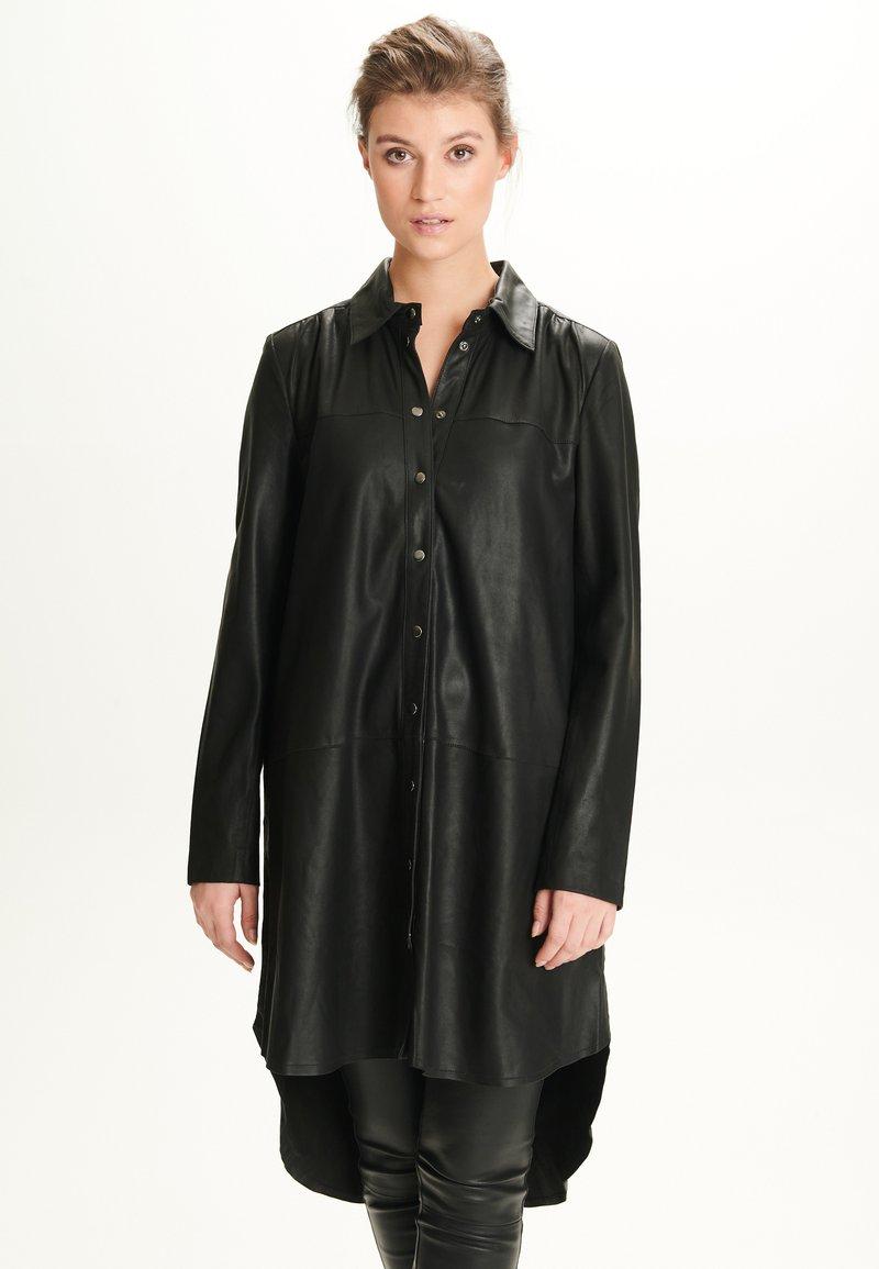 Notyz - ULRIKE - Button-down blouse - black