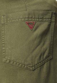 Guess - JANNA - Shorts - army sage - 5