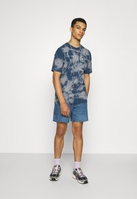 Weekday - DRAUGHT - Shorts di jeans - harper blue - 1