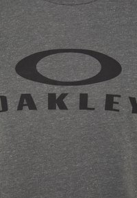 Oakley - BARK - Print T-shirt - new athletic grey - 5