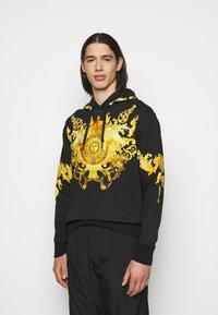 Versace Jeans Couture - HEAVY PANEL BAROQ - Sweatshirt - black - 0