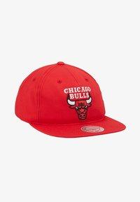 Mitchell & Ness - NBA TEAM LOGO DEADSTOCK THROWBACK SNAPBACK CHICAGO BULLS - Cap - red - 1