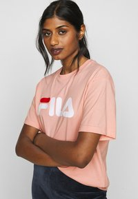 Fila Petite - PURE TEE - T-shirt con stampa - coral cloud - 3