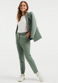 WE Fashion - Trousers - green - 3