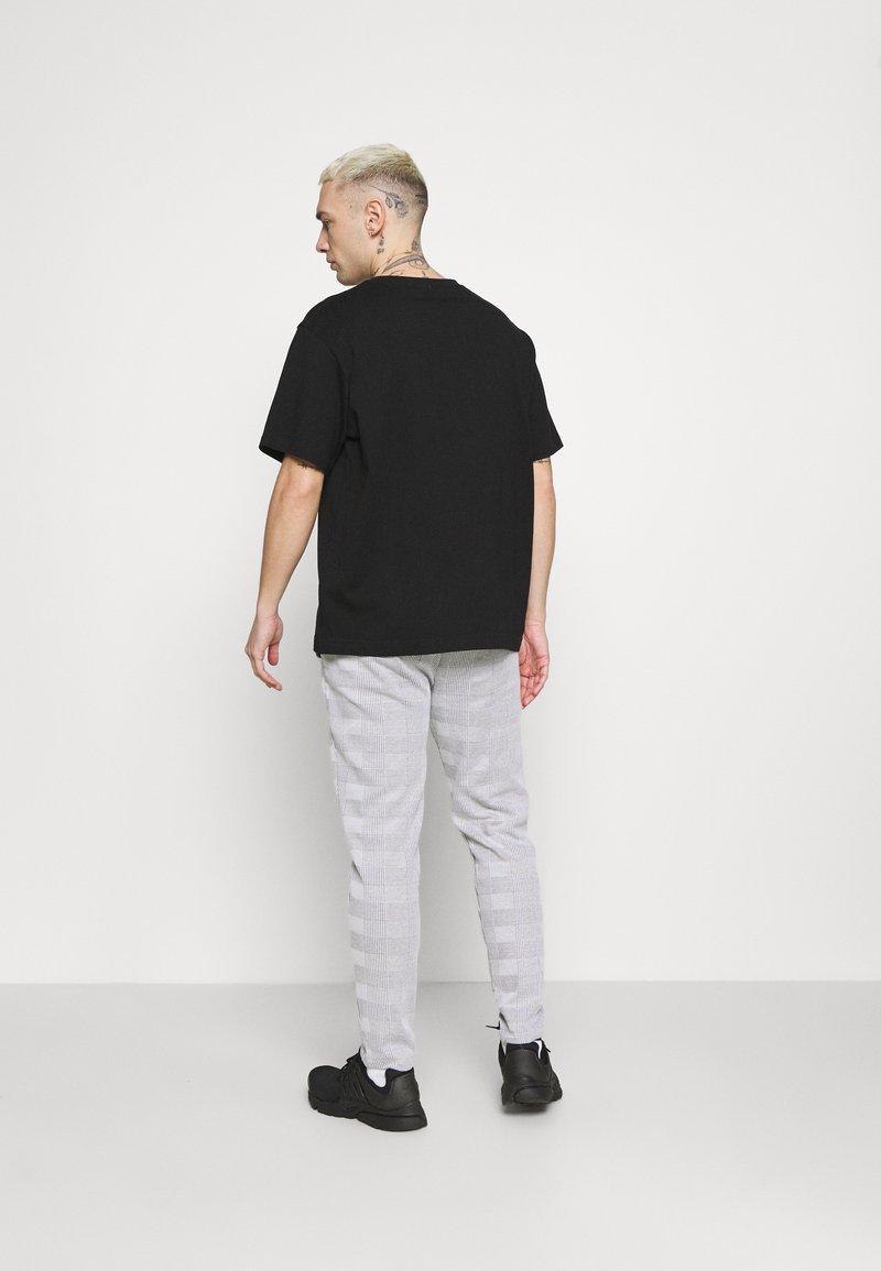 Topman - CHECK JOGGER - Pantaloni sportivi - grey