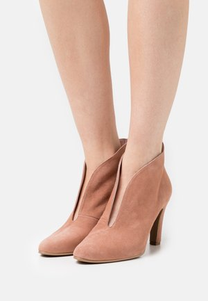 High heeled ankle boots - camel