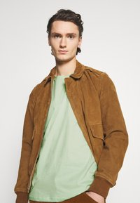 YOURTURN - UNISEX - Print T-shirt - green - 4