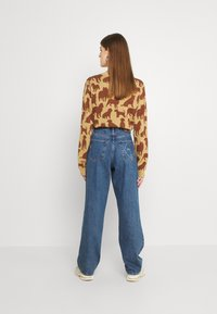 Monki - TAIKI FACES - Jeans relaxed fit - faces - 2