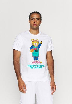 NBA 2K DYLAN TEE - T-shirt med print - white/lapis blue