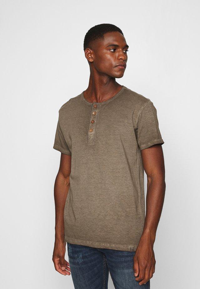KESWICK - Basic T-shirt - beige