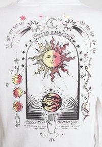 BDG Urban Outfitters - INNER EMPATHY WAFFLE CROP TEE - Long sleeved top - cream - 5