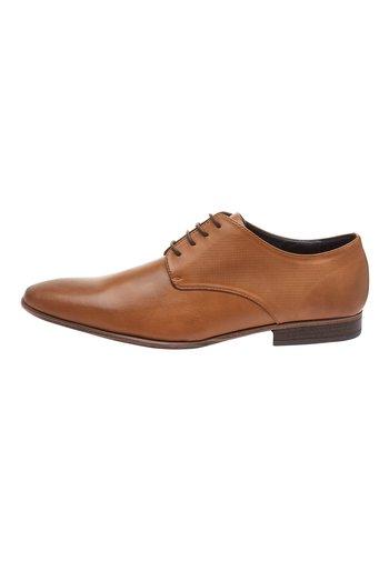 TAN TEXTURED DERBY SHOE - Elegantní šněrovací boty - brown