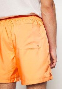 Nike Sportswear - FLOW - Shorts - orange trance - 3