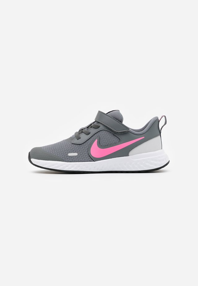 REVOLUTION 5 UNISEX - Chaussures de running neutres - smoke grey/pink glow/photon dust/white