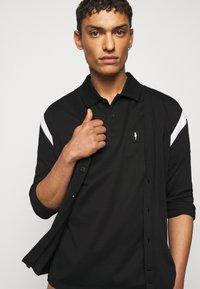 Neil Barrett - TRAVEL ENAMEL BOLT BADGE - Poloshirt - black/silver - 4