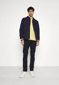 Ben Sherman - SIGNATURE POCKET TEE - Basic T-shirt - pale yellow - 1