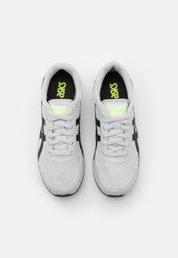 ASICS SportStyle - TIGER RUNNER - Sneakers - glacier grey/black - 5