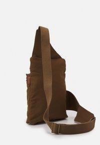 Belstaff - ALTON - Across body bag - beige - 3