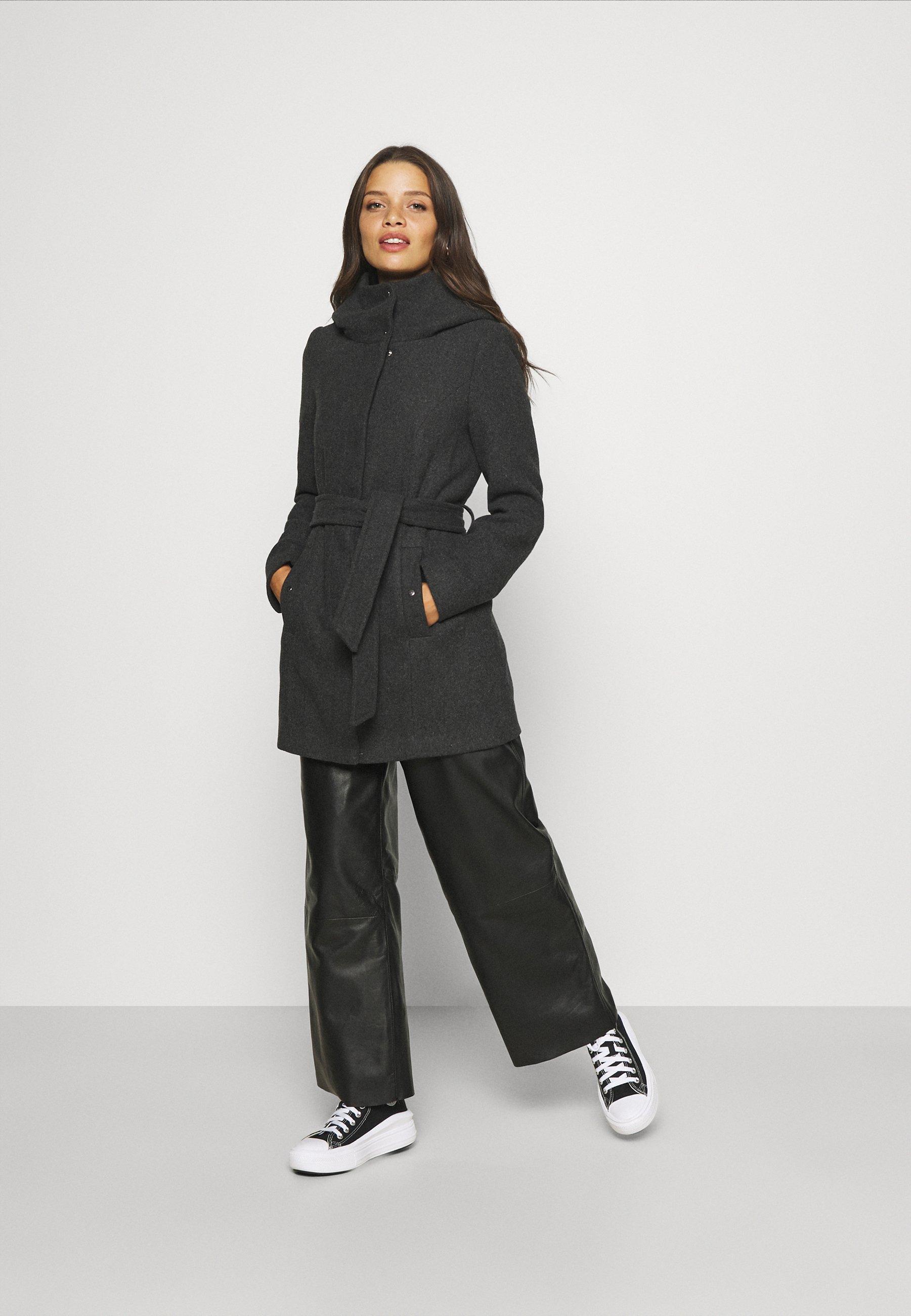 Women VMCLASSLIVA JACKET PETITE - Winter jacket