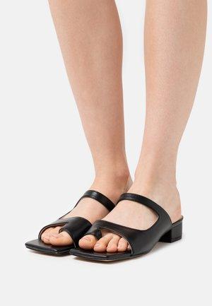 JOY - Sandály s odděleným palcem - black