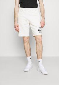Nike Sportswear - RETRO  - Shorts - sail - 0