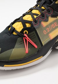 Jordan - WHY NOT 0.2 SE - Basketbalové boty - black/flash crimson/amarillo/vast grey - 6