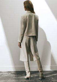 Massimo Dutti - Shorts - beige - 2