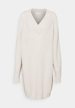 PILOT - Pletené šaty - off white