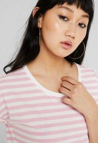 Vila - VIDREAMERS PURE  - Print T-shirt - begonia pink/snow white - 5