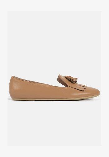 SUNDAY BEATS - Slip-ons - brown