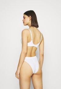 Marks & Spencer London - SUMPT SOFT PLUNGE - T-shirt bra - white - 0