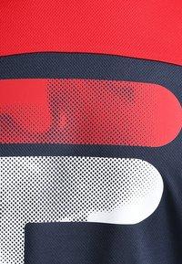 Fila - TIM  - Print T-shirt - peacoat blue/fila red - 3