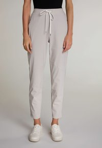 Oui - Tracksuit bottoms - silver lining - 0