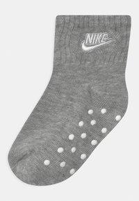Nike Sportswear - CORE FUTURA GRIPPER 6 PACK UNISEX - Socks - rush pink - 1