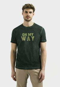 camel active - Print T-shirt - leaf green - 0