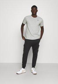 Nike Sportswear - CARGO PANT - Träningsbyxor - black - 1