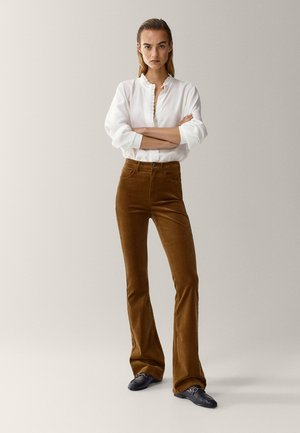 SCHLAG AUS HOHEM  - Flared Jeans - brown